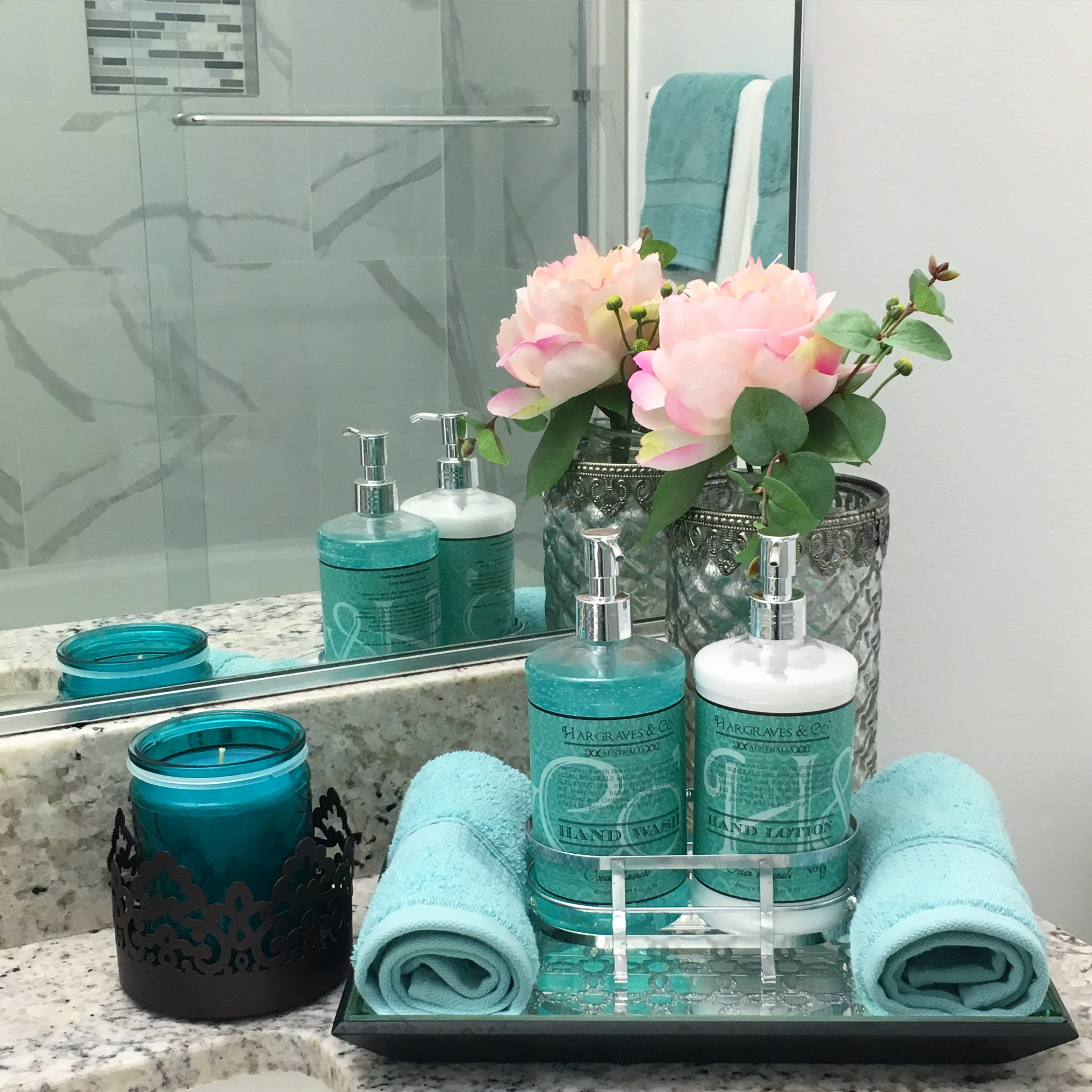 Bathroom decor ideas for Blue and grey bathroom sets